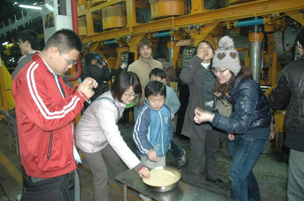 國內僅剩兩座糖廠製糖,虎尾糖廠開放參觀,讓人了解早年糖的製程,是新興遊程,因充滿...