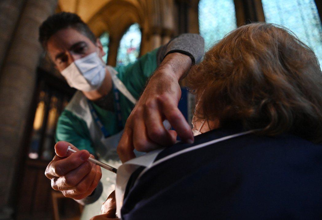 英國施打輝瑞疫苗,攝於1月20日。 圖/歐新社