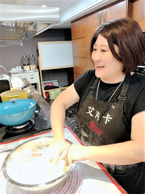 鄒碧玫由空軍飛行員妻子變身為廚藝老師,開創出新事業。 圖/鄒碧玫 提供