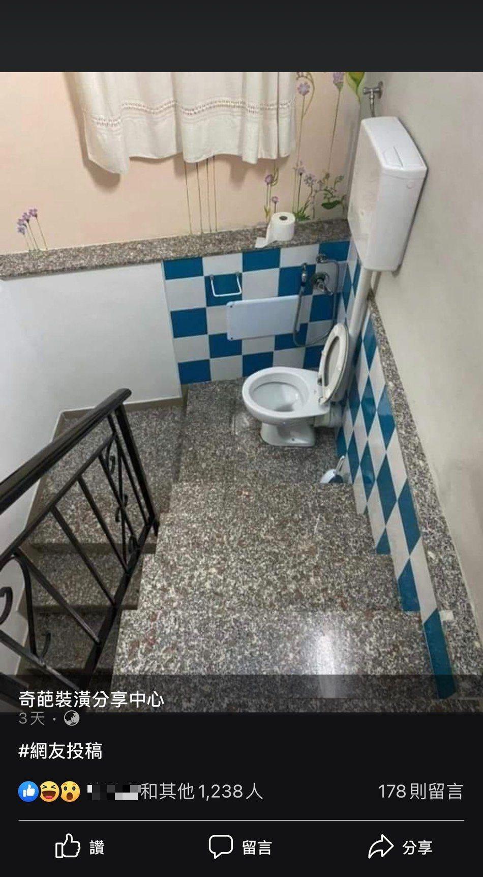 粉專分享奇葩廁所設計,圖中可見一個馬桶座被設計在樓梯間,讓許多網友笑虧,「肚子痛...