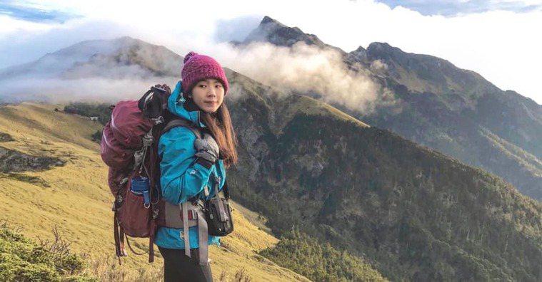 楊岳蓁5年內挑戰超過50座百岳,更可以揹負近30公斤食材,成為照顧別人的高山嚮導...