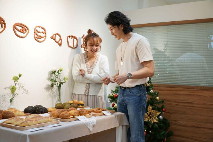 愛紗出席懷秋與朋友開設的麵包店「平嚐心」。圖/JFJ提供