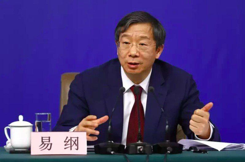 中國人民銀行行長易綱26日表示,大陸的貨幣政策將繼續支持經濟,財政政策和貨幣政策都追求就業的最大化。圖╱中新社