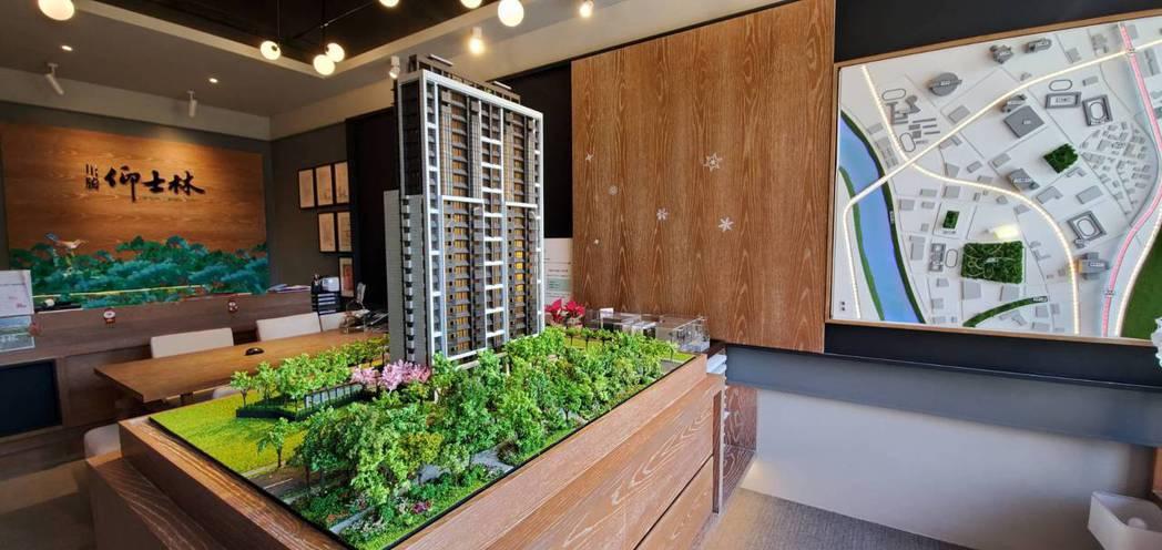 「川騰仰士林」有別於目前市場多為中小坪數的首購型產品,特別規劃純雙拼60、70坪...