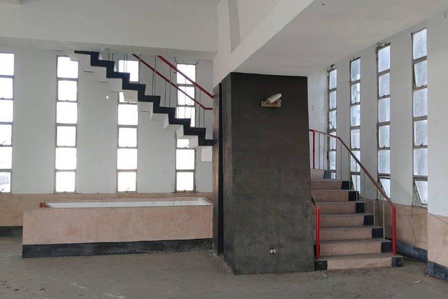 旗一辦事處內部經過精密計算,以大樑巨柱撐起建築體的無柱空間,在台灣相當罕見。 圖/阿麟提供
