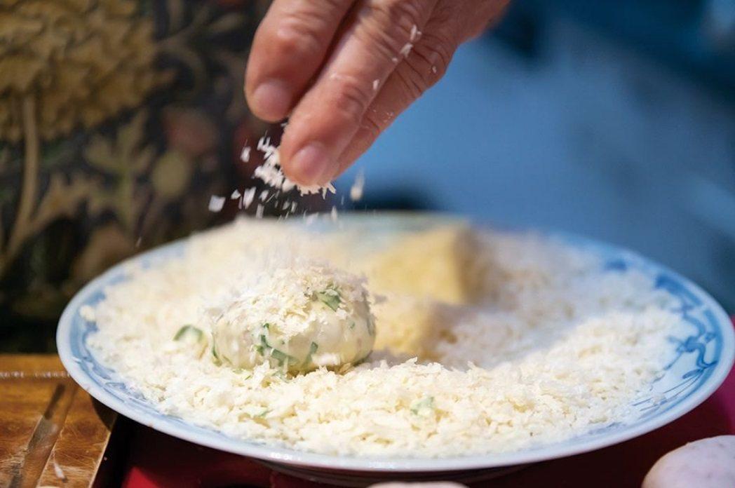 王培仁的料理多變化,罕有重複,她就像主婦為家人做菜,雖然會預擬菜單,但往往依據當...