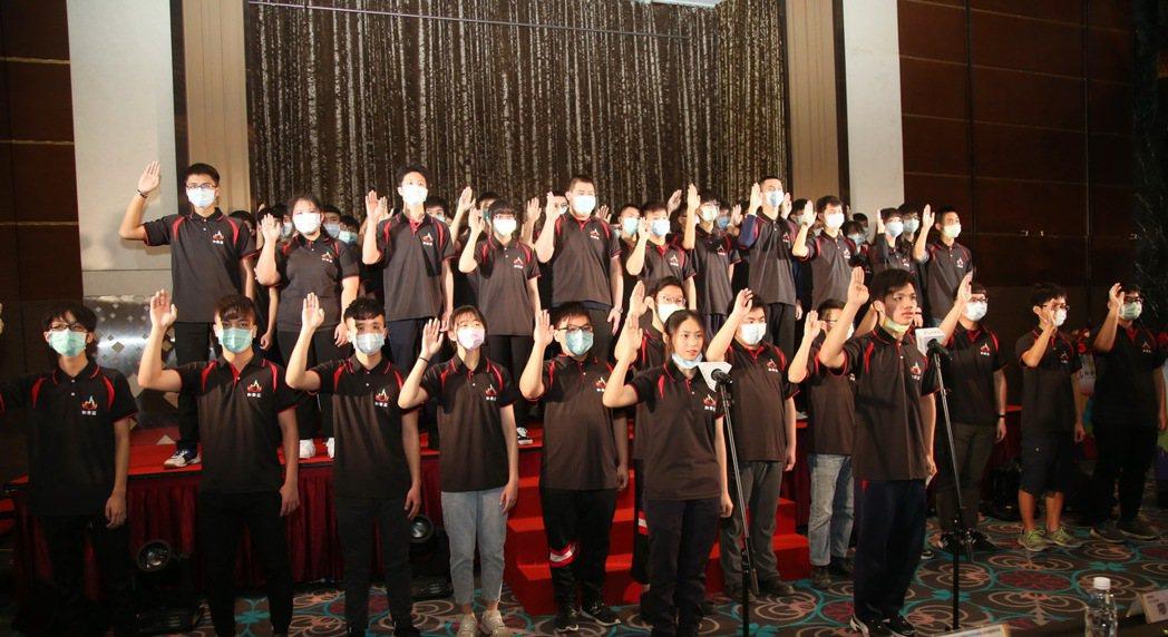 首屆和泰盃烈火純青技能競賽參賽高中職選手,共35校、54隊、全體108位選手宣讀...