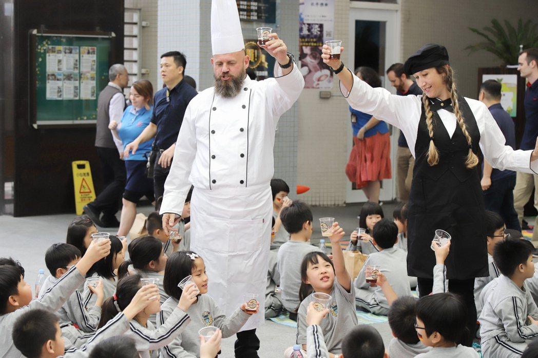 葳格將教育融入文化主題,舉辦文化週如德語週融入維也納古典音樂,日本週展示祭典等活...