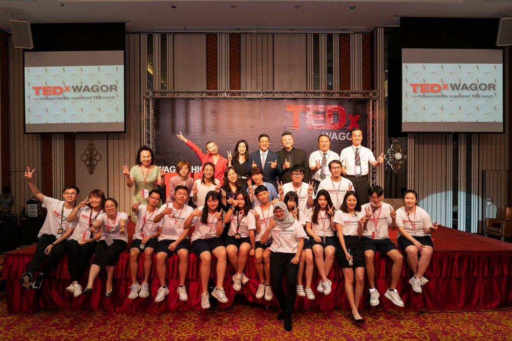 葳格以英語帶領孩子體驗多元文化,並由學生自辦的TEDx,展現帶著走的能力。...