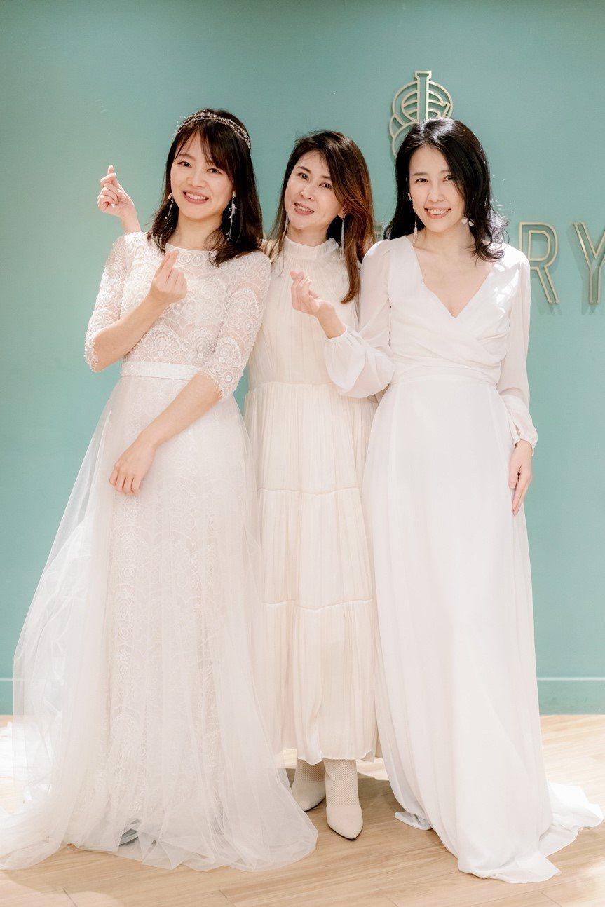 七分與長袖的禮服,展現了優雅氣質。 唯諾法式婚紗/提供