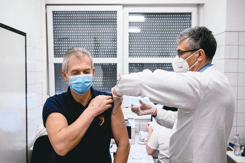 法國奧會主席馬賽利亞表示,東京奧運的選手若沒有接種2019冠狀病毒疾病疫苗,將「極為麻煩」。示意圖(歐新社)
