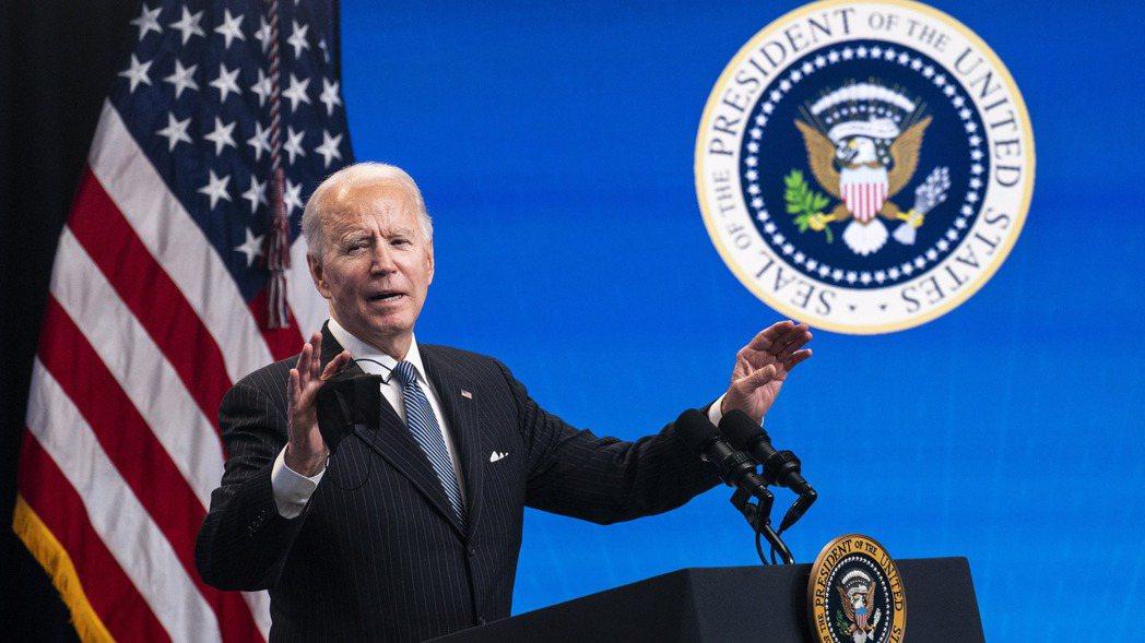 美國總統拜登25日在簽署「買美國貨」行政命令之前,親自向媒體說明對「美國製造」的...