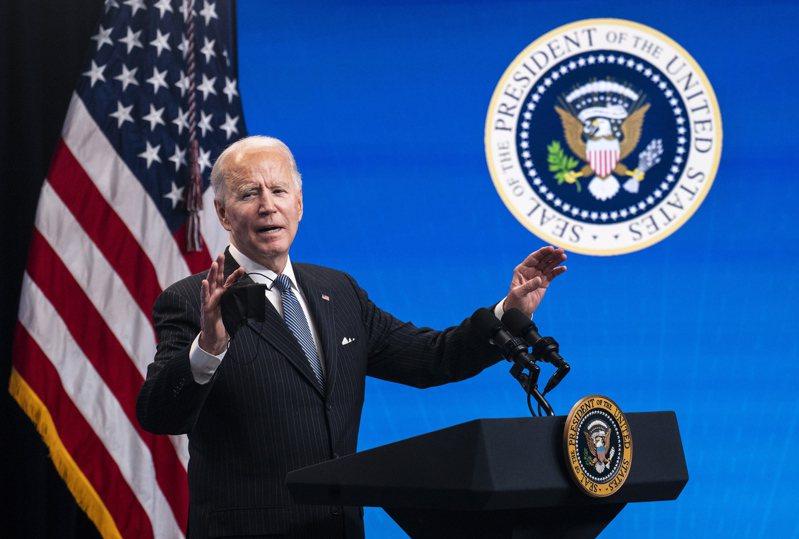 美國總統拜登25日在簽署「買美國貨」行政命令之前,親自向媒體說明對「美國製造」的重視。  歐新社