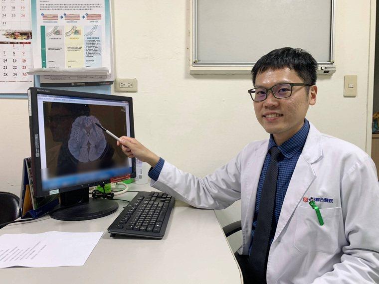 光田綜合醫院神經內科醫師黃炳鐘表示,少年因左邊額葉脂肪粒導致情緒出現狀況。圖/光...