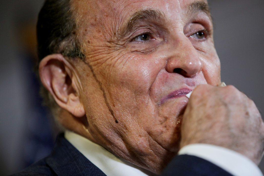美國前總統川普的私人律師朱利安尼遭Dominion計票系統公司控告誹謗。路透