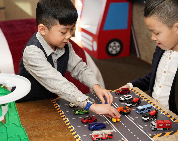 小小車迷可在房內暢玩小汽車。圖/君品酒店提供
