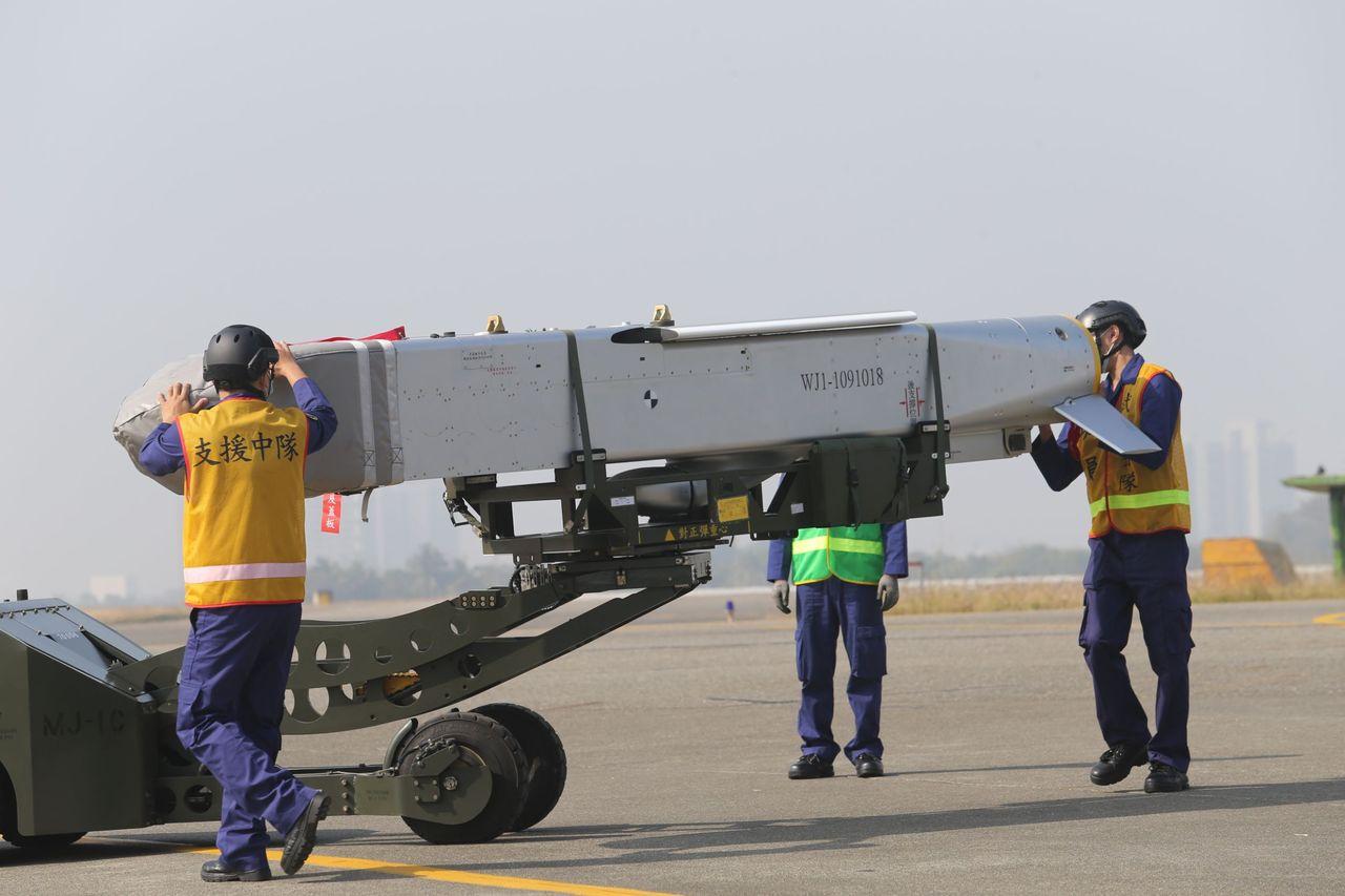 影/飛官熟讀平戰轉換規定 台南IDF機砲彈藥滿載箝制共機