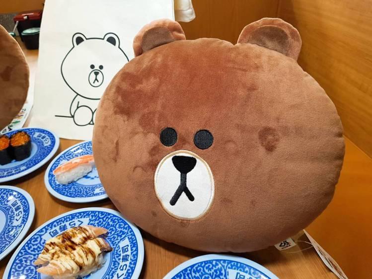集滿12點,即可兌換熊大抱枕。記者陳睿中/攝影