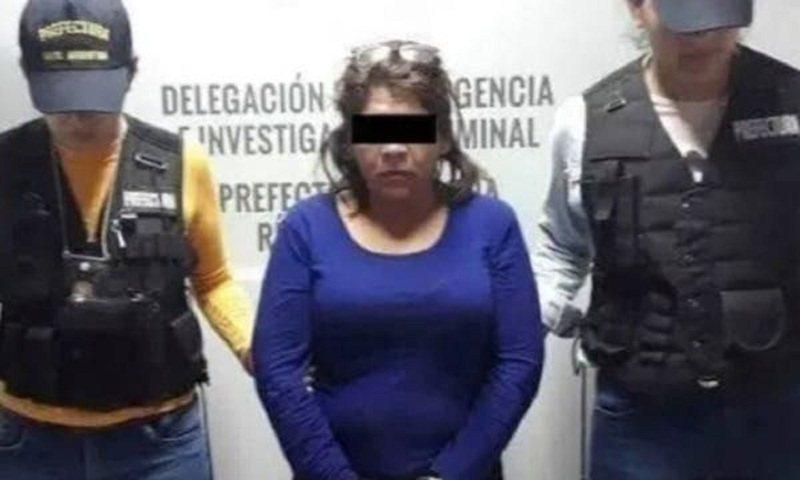 墨西哥索諾拉州卡加美市日前發生一名婦女在丈夫手機發現他與「另一名女子」的性愛舊照,隨即不由分說地持刀刺傷丈夫,丈夫最後成功奪刀,也揭露整起事件從頭到尾都是烏龍一場,照片裡的「另一名女子」根本就是她自己。畫面翻攝:Dossier Politico