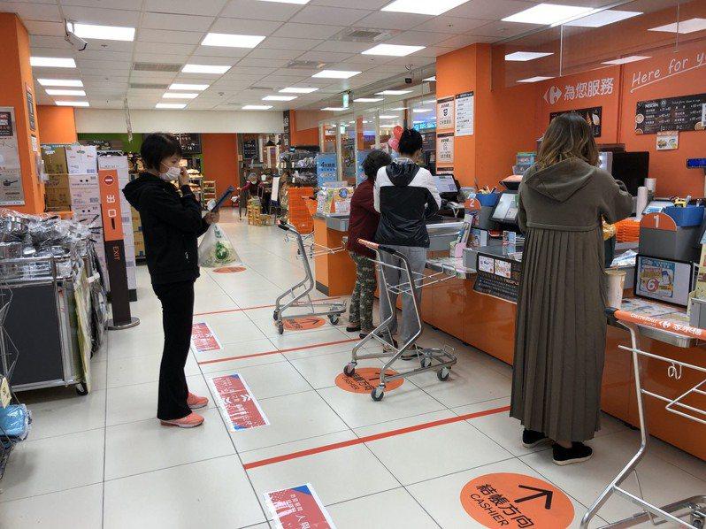 家樂福宣布全台66家量販分店、66家便利購超市,即日起實施防疫消毒新準則。圖/家樂福提供