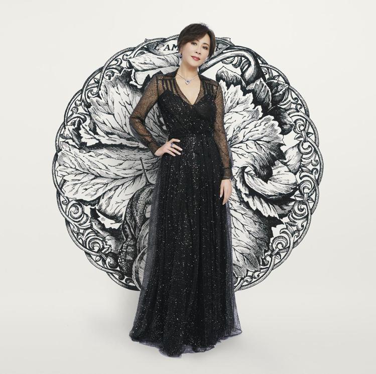 劉嘉玲以強大氣場隔空觀賞高級訂製服發表。圖/DIOR提供