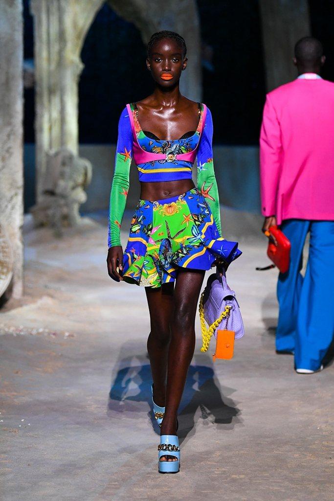 Versace春夏系列以「海底烏托邦」為設計靈感。圖/Versace提供