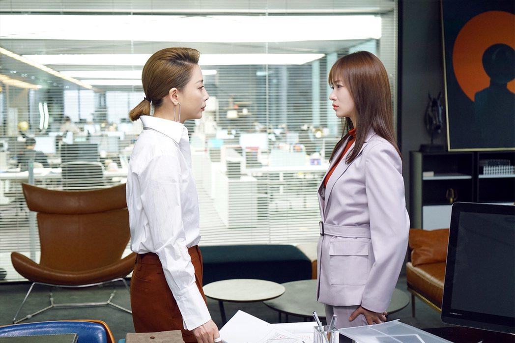 吳謹言(右)與殷桃演對手戲。圖/愛奇藝國際站提供