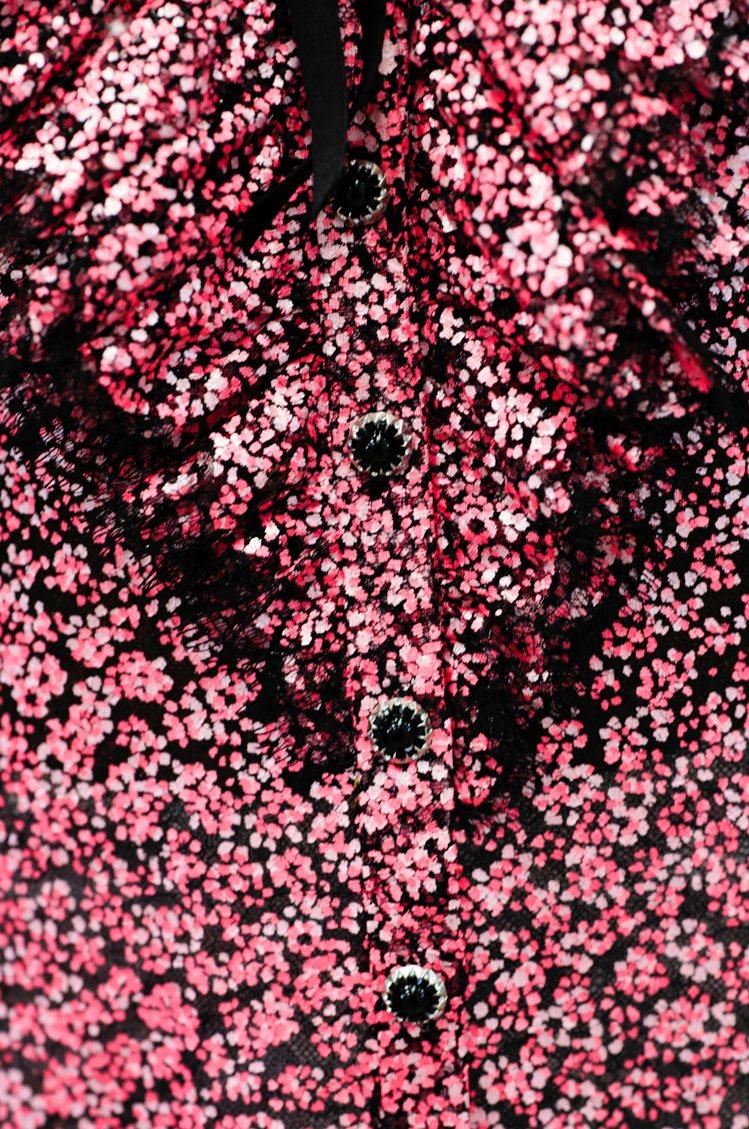 香奈兒即將在台灣時間今天晚上九點發表2021春夏高級訂製服系列,由荷蘭攝影師An...