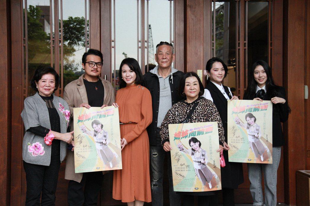 陳淑芳(左起)、黃浩詠、余子嫣、龍劭華、吳秀珠、高伊玲、鄧雨晨出席「姊姊向前衝」