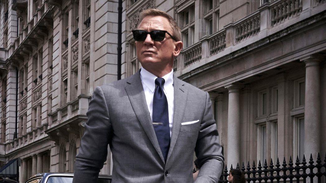 「007 生死交戰」檔期一延再延,對於產品置入的廠商很難交代。圖/摘自imdb