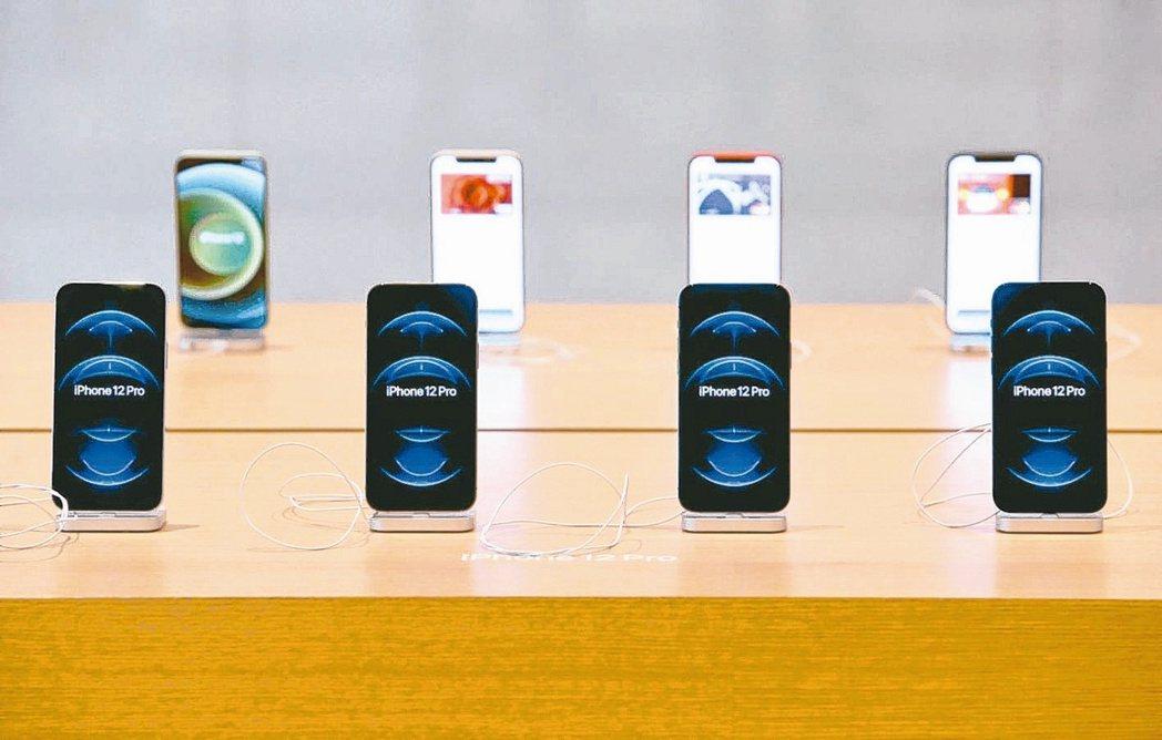 投資銀行Wedbush預估今年iPhone出貨量有望衝上2.5億支,打破2015...