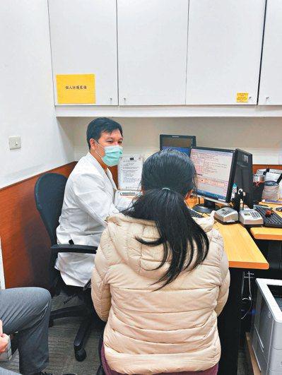 腸胃不適患者前來方冠傑醫師門診就醫。圖/方冠傑提供