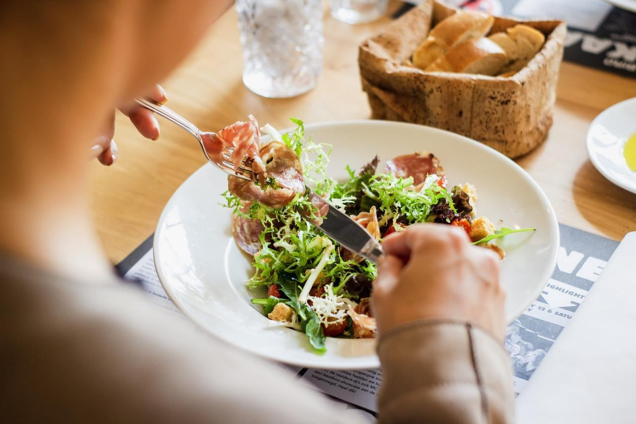 168斷食其原理是拉長不攝取食物的時間,改變體內代謝,讓胰島素下降,使升糖素開始...