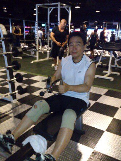 26年前,陳煌銘開始上健身房運動,徹底解決了偏頭痛。 圖片/陳煌銘提供