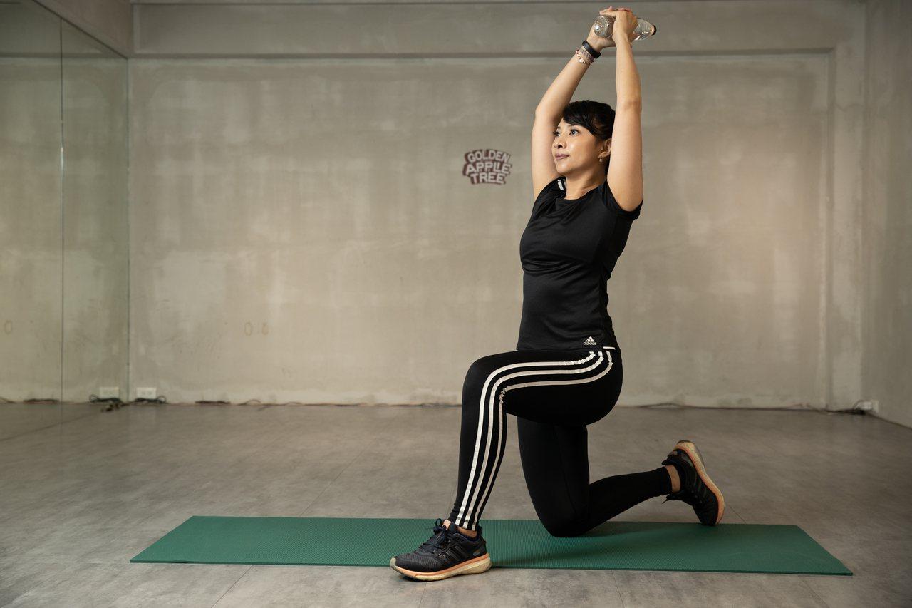 橘世代健身攻略小組特別整理3組上半身鍛鍊攻略,讓你每天在家「輕運動」
