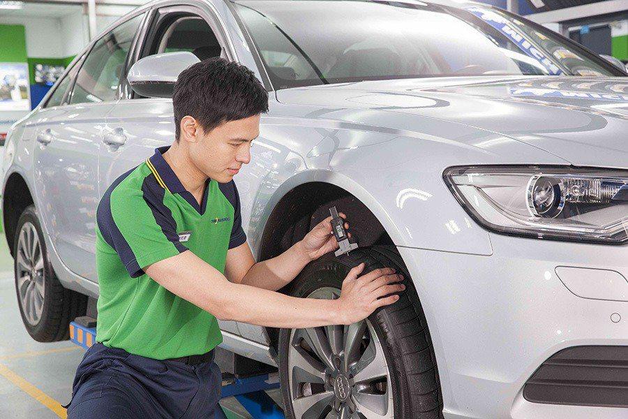 車在路上跑,主要靠得就是輪胎,務必要檢查胎壓和胎紋。 圖/台灣米其林提供