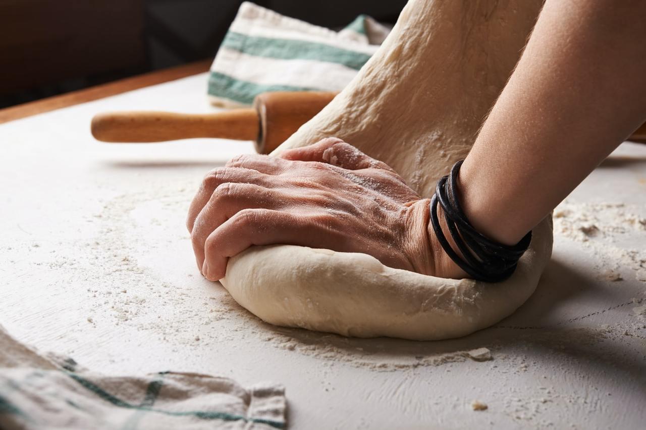 近年流行的「烤麩」及素肉,是經由小麥麵粉不斷揉捏所產生的筋性,麩質含量很高,易引...