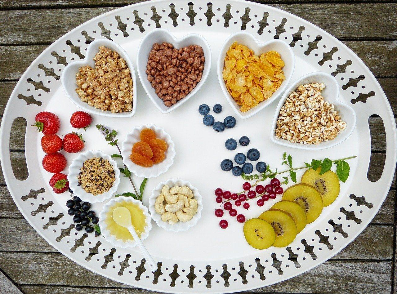 除了蛋白質以外,素食者最容易缺乏的是「維生素B12」跟「鐵質」,需要特別留意補充...