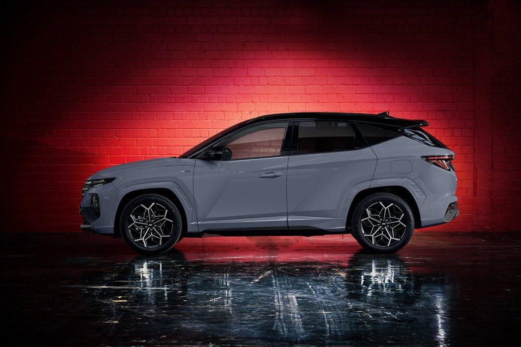 全新Hyundai Tucson N Line將ㄇ字型輪拱及車身下緣改採與車身塗...