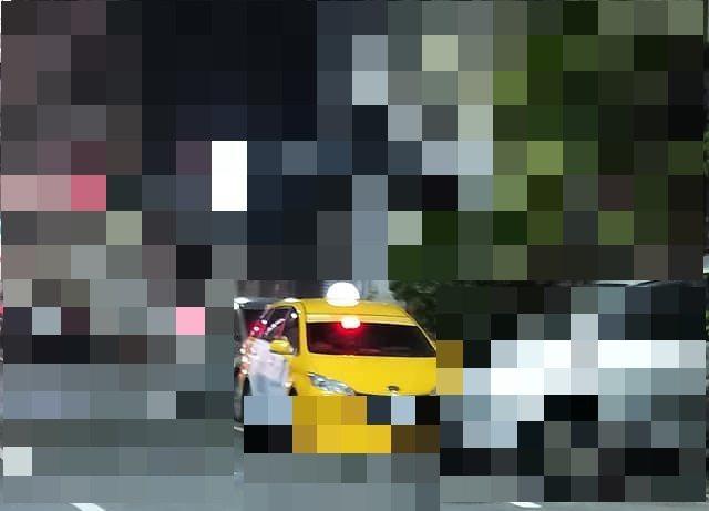 民眾目睹高雄鹽埕區疑有人違反居家檢疫規定。記者林伯驊/翻攝