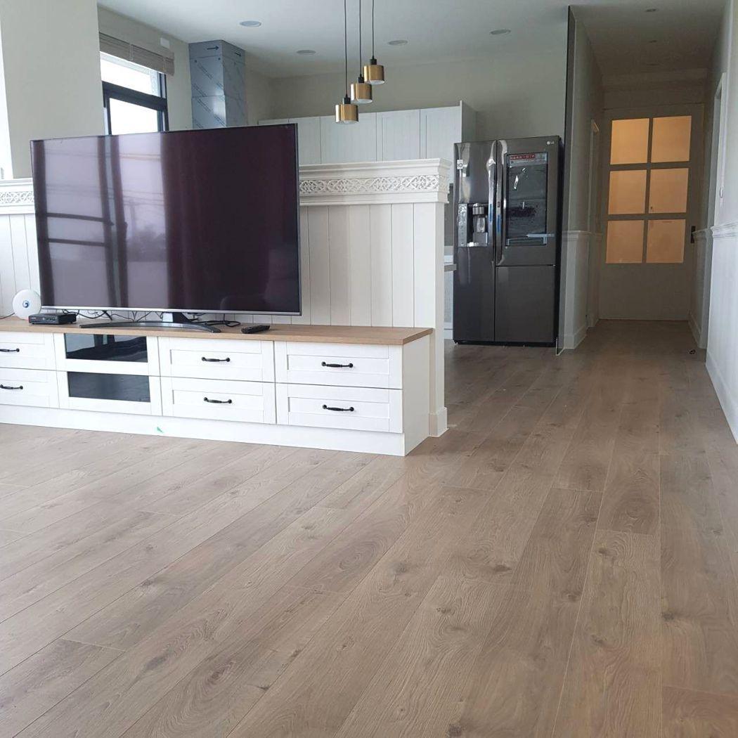 不同的木地板提供的裝潢與搭配,能提升空間視野感。 業者/提供