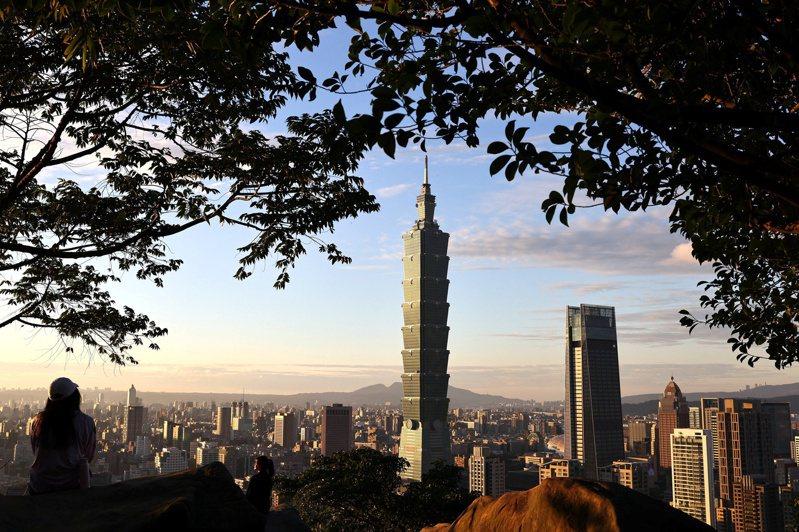台北市長柯文哲表示,1000例本土個案是計算台北市醫院的容量,若有1000例在醫院,「大概就一定要封城了」。 圖/路透社