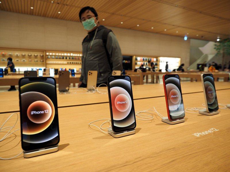 市調公司最新調查報告顯示,蘋果公司智慧型手機iPhone去年第4季在印度的出貨量超過150萬支,年增達100%,是蘋果迄今在印度智慧型手機市場表現最好的一季。 圖/歐新社資料照