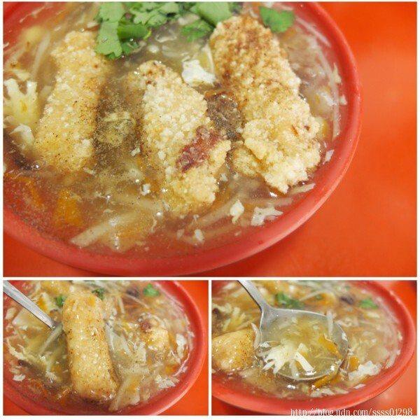 土魠魚羹(小)50元。小琉球本地現撈仔的土魠魚,新鮮現炸,濃稠的羹湯裡頭吃得到當地竹筍片、竹筍絲和紅蘿蔔、木耳等配料,並有胡椒鹽、香菜提味。