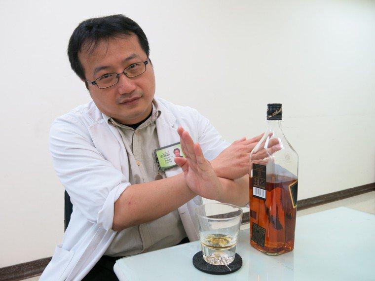 豐原醫院急診室主任林技政表示,喝酒會暖身其實是錯誤觀念,是因為細胞局部發炎反應,...