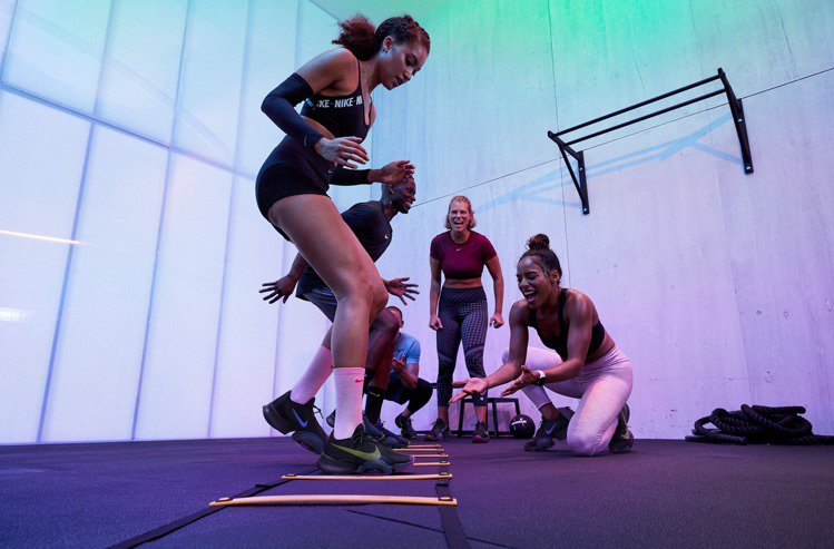 Nike針對動態高強度間歇性訓練而設計出Air Zoom SuperRep 2新...