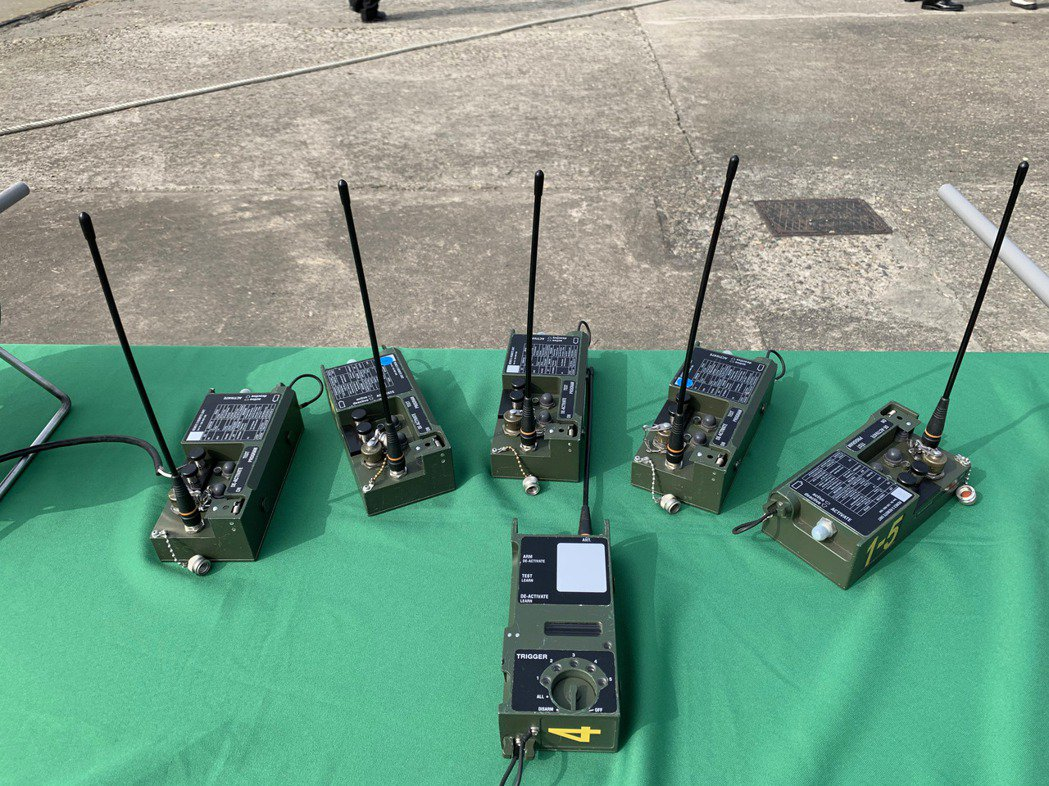 海軍水下作業大隊公布敏感的無線遙控引爆器。記者洪哲政/攝影