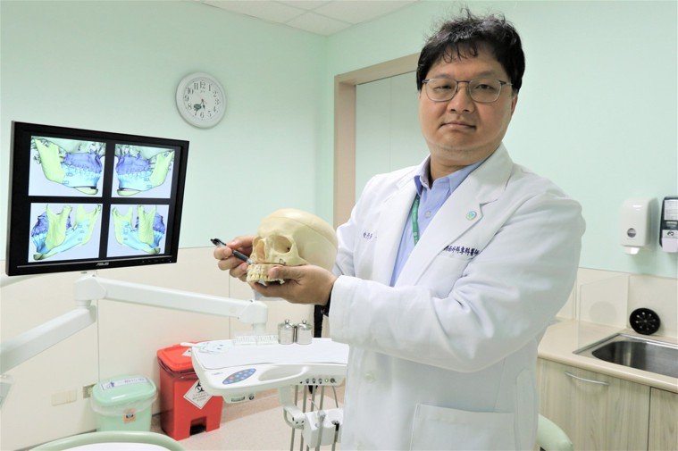 亞洲大學附屬醫院口腔外科醫師陳彥綦說,經電腦數位3D分析,確定臉部骨骼、牙齒與軟...