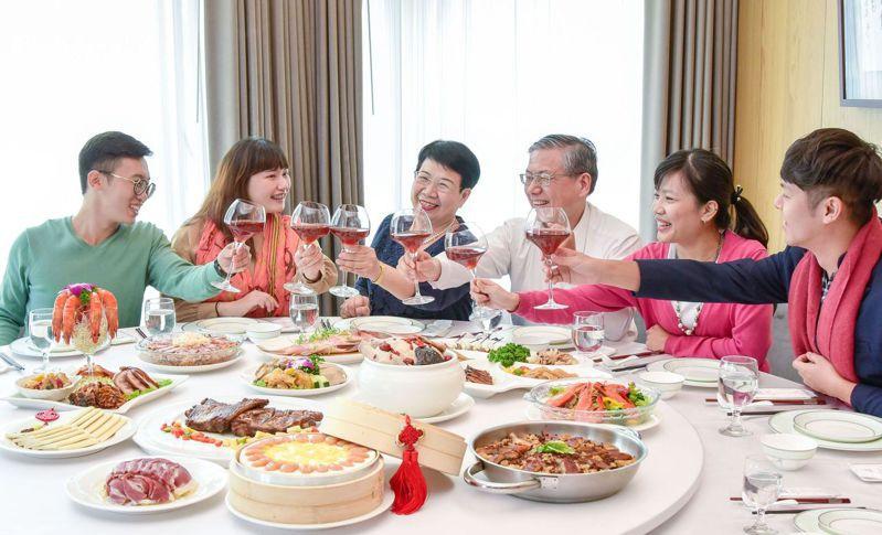 台灣年菜市場產值約有50億元,今年受疫情影響,外帶年菜為大宗,整體市場預估成長至少20%。圖/聯合報系資料照片