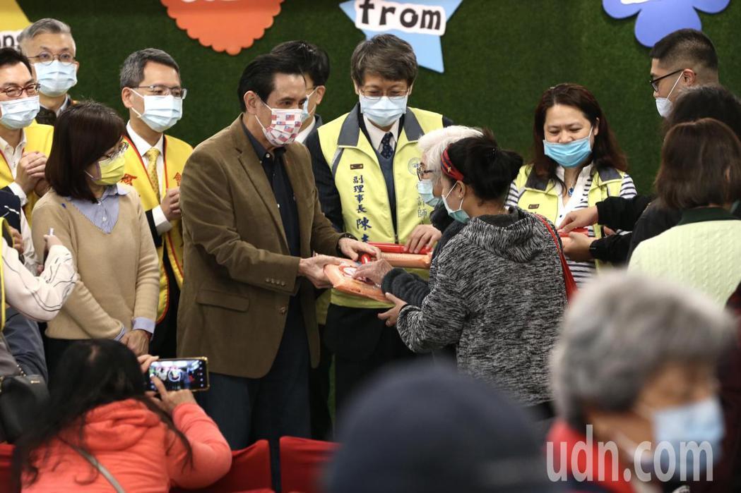 前總統馬英九上午出席寒冬送暖白米愛心捐贈記者會。記者林俊良/攝影